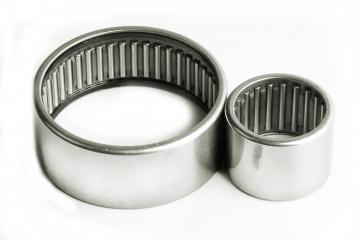 Роликовые радиальные игольчатые однорядные с наружным и внутренним кольцами с сепаратором